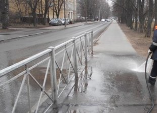 636 тонн грязи убрали с улицы Петербурга