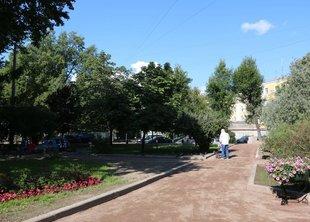 В саду Валентина Пикуля прошли работы по благоустройству
