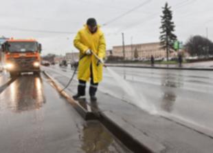 В СПб стали усиленно убирать улицы